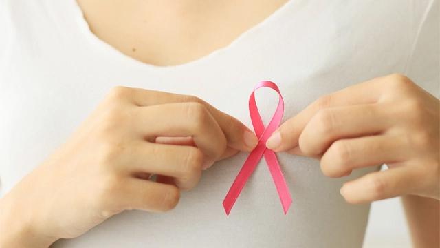 Outubro Rosa: a importância do seguro de vida na luta contra o câncer de mama